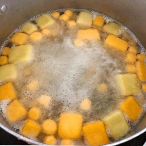 Cách làm chè khoai dẻo nước cốt dừa nhiều màu