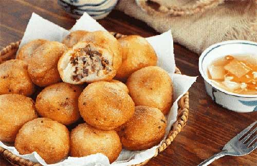 Thưởng thức bánh bao chiên