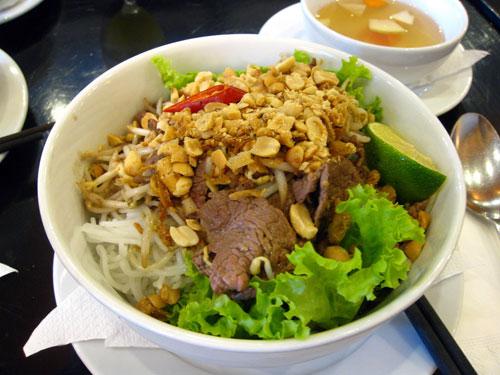 Giới thiệu về món bún bò khô Nam Bộ