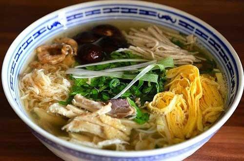 Thưởng thức món bún thang cổ truyền Hà Nội
