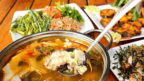 Thưởng thức lẩu cá Tầm măng chua
