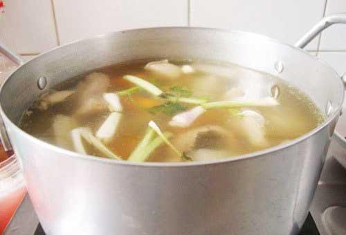 Vào bếp thực hành cách làm bún gạo nước lèo