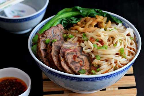 Tiến hành cách nấu mì thịt bò ngon nhất Vịnh Bắc Bộ