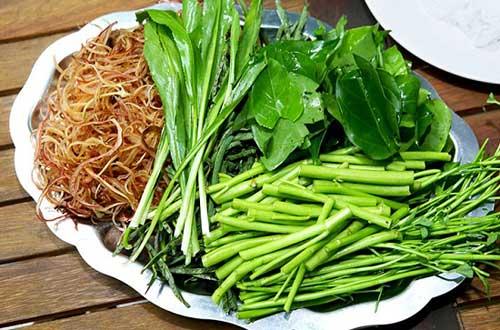 Lẩu gà lá giang ăn với rau gì?