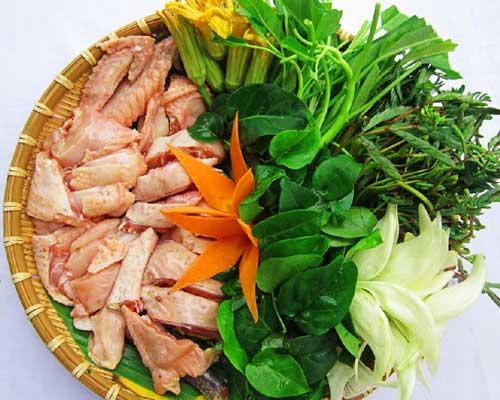Sơ chế nguyên liệu nấu lẩu gà lá giang