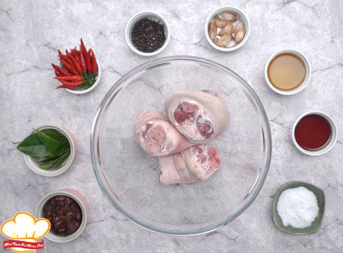 Nguyên liệu cần chuẩn bị để làm món giò heo chiên giòn kiểu Thái
